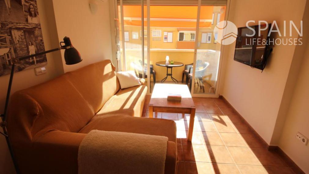 PREDANÉ . Priestranný, kompletne zrekonštruovaný 3-spálňový byt neďaleko pláže  Arenal v Javea